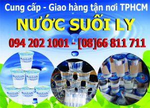 Giao hàng nước suối ly